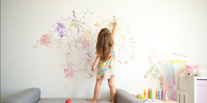 با این روش ها به راحتی نقاشی ماژیک کودکتان را از روی دیوار پاک کنید.